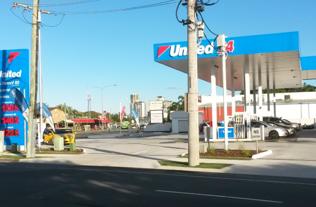 Shop 2/13 Frank Steet, LABRADOR QLD, 4215