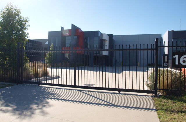 16 Commercial Drive, LYNBROOK VIC, 3975