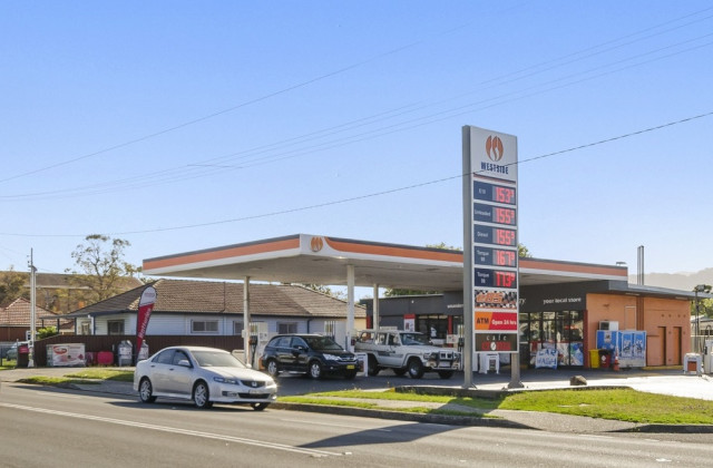 40 Princes Highway, UNANDERRA NSW, 2526