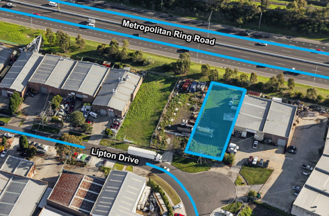 32 Lipton Drive, THOMASTOWN VIC, 3074