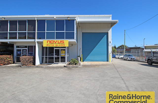 1/2 Jenner Street, NUNDAH QLD, 4012
