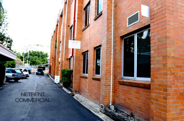 19 Allen Street, HAMILTON QLD, 4007