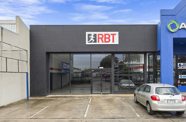 1/294 Ballarat Road, BRAYBROOK VIC, 3019